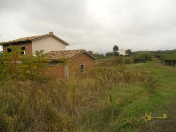 Villa with land to complete, at 15 km from the beach. Img9