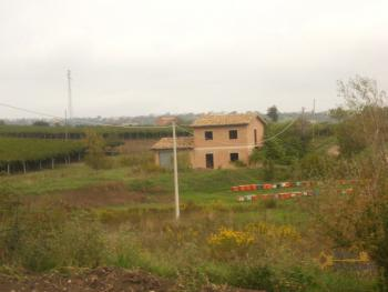 Villa with land to complete, at 15 km from the beach. Img11