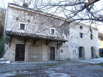 Character apartment with exposed stone, Abruzzo.