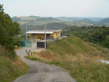 Farmhouse with 3,6 hectares of land. Dogliola. Abruzzo. Img1