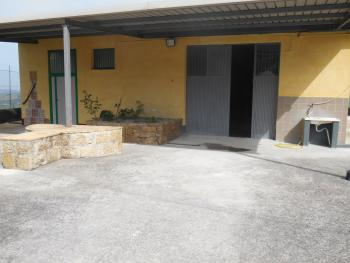 Farmhouse with 3,6 hectares of land. Dogliola. Abruzzo. Img5