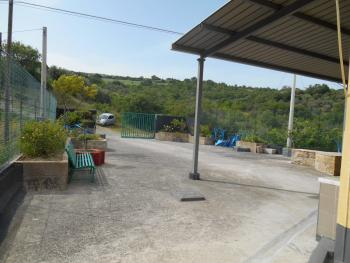 Farmhouse with 3,6 hectares of land. Dogliola. Abruzzo. Img7