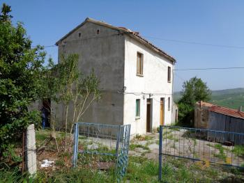 Country house with olive grove for sale in southern Abruzzo. Img1