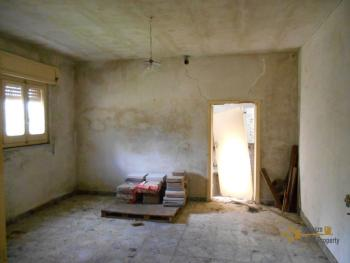 Country house with olive grove for sale in southern Abruzzo. Img17