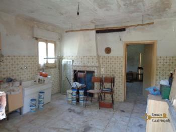 Country house with olive grove for sale in southern Abruzzo. Img20