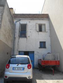 Town house with terrace and garden. Celenza. Img5