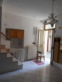 Town house with terrace and garden. Celenza. Img8