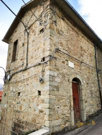 Traditional stone house to restore in Colledimezzo. Abruzzo.