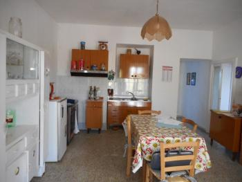 Large country house with garden for sale near Palmoli. Img3