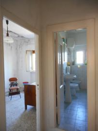 Large country house with garden for sale near Palmoli. Img5