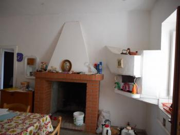 Large country house with garden for sale near Palmoli. Img4