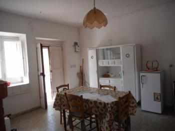 Large country house with garden for sale near Palmoli. Img9