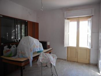 Large country house with garden for sale near Palmoli. Img8
