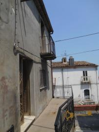 Town house with small terrace and garage for sale in Molise. Img3