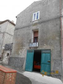 Town house with small terrace and garage for sale in Molise. Img2
