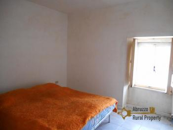 Town house with small terrace and garage for sale in Molise. Img6