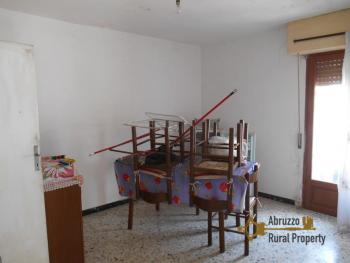Town house with small terrace and garage for sale in Molise. Img11