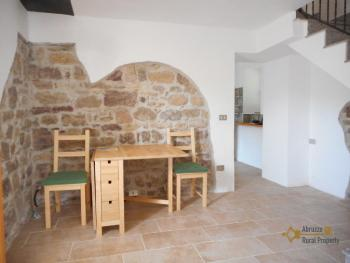 Restored stone house with land. Roccascalegna. Img10