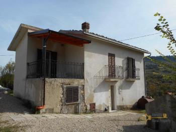 Restored stone house with land. Roccascalegna. Img2