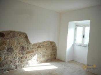 Restored stone house with land. Roccascalegna. Img9