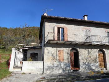 House with land and beautiful view. Lake of Bomba. Abruzzo. Img2