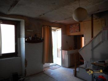 Country house with land and vineyard in Italy, in the town of Roccaspinalveti. Abruzzo . € 29.000 Ref.: RS8817 photo 9