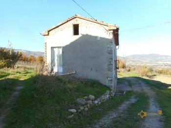 Country house with land and vineyard in Italy, in the town of Roccaspinalveti. Abruzzo . € 29.000 Ref.: RS8817 photo 2