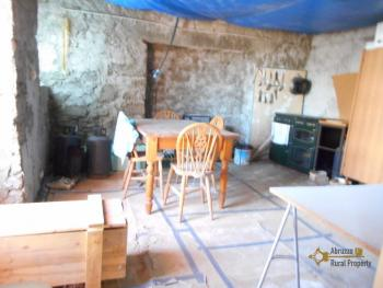 Country house with land, in needs of light internal renovation. Img18
