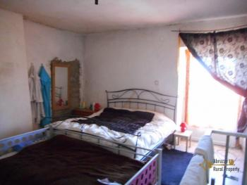 Country house with land, in needs of light internal renovation. Img13