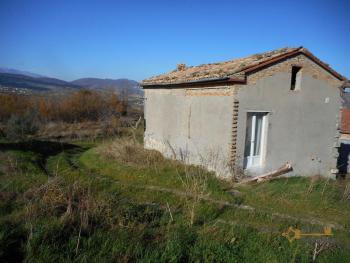 Country house with land, in needs of light internal renovation. Img20