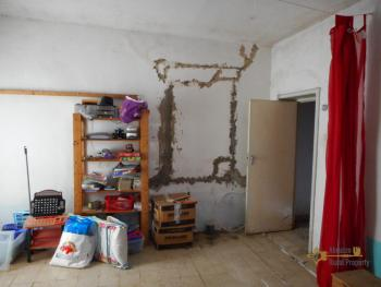 Country house with land, in needs of light internal renovation. Img12