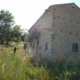 Stone house with land near Casalanguida. Abruzzo. Img1