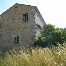 Stone house with land near Casalanguida. Abruzzo. Img10
