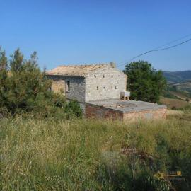 Stone house with land near Casalanguida. Abruzzo. Img11