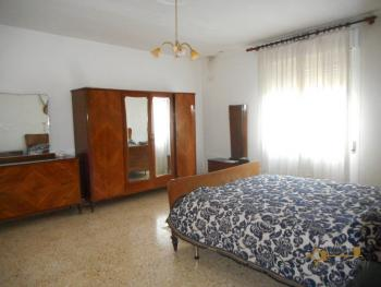 Large townhouse with terrace for sale. Casalanguida. Img14