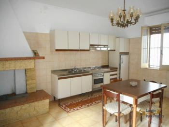 Large townhouse with terrace for sale. Casalanguida. Img10
