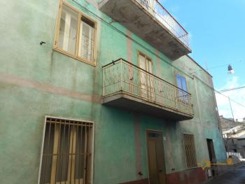 Large townhouse with terrace for sale. Casalanguida. Img25