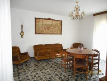 Large townhouse with terrace for sale. Casalanguida. Img11