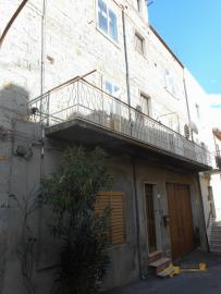Large townhouse with terrace for sale. Casalanguida. Img26