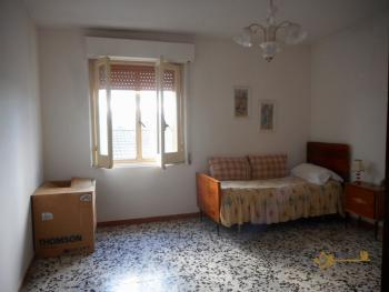 Large townhouse with terrace for sale. Casalanguida. Img18