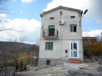 Detached house with garden and olive grove. Abruzzo. Casalanguida. Img2