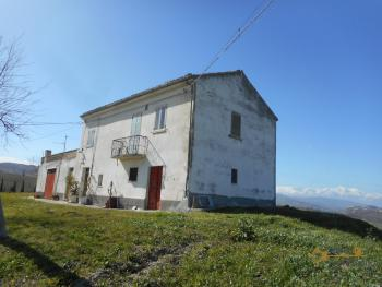 Country house with one hectare of land in Casalanguida. Img1