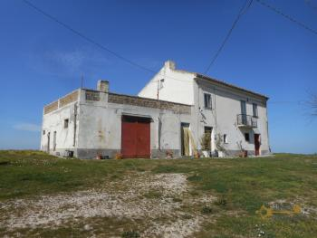 Country house with one hectare of land in Casalanguida. Img3