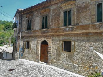 Elegant apartment in period palace. San Buono.