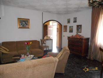 Large stone house for sale. Roccaspinalveti. Abruzzo. Img6