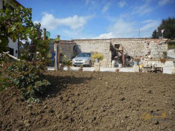 Large stone house for sale. Roccaspinalveti. Abruzzo. Img16