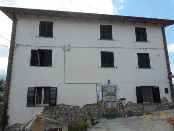 Large stone house for sale. Roccaspinalveti. Abruzzo. Img4