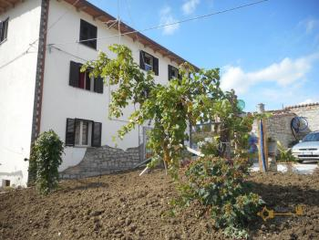 Large stone house for sale. Roccaspinalveti. Abruzzo. Img2