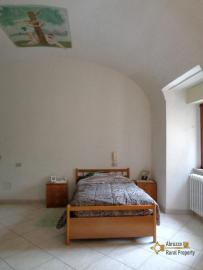Large town house with land in Casalanguida, Abruzzo. Img8