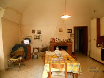 Large town house with land in Casalanguida, Abruzzo. Img4